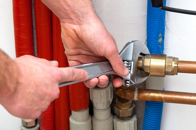 sydney plumber fixing noise coming from plumbing pipes